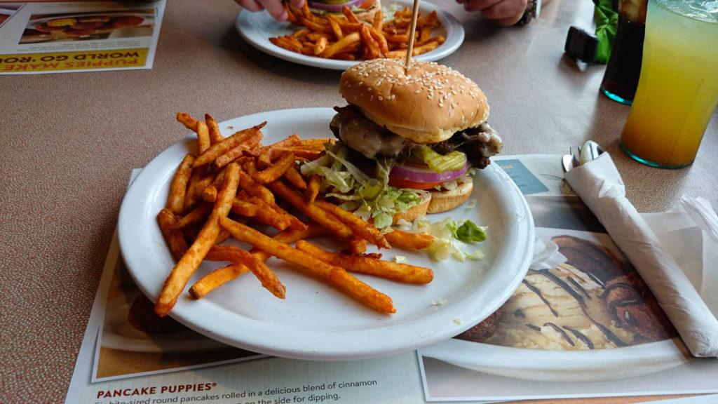 Leckerer Burger bei Dennys