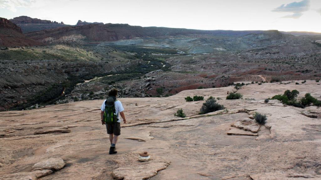 Flucht vor den Massen auf dem Delicate Arch Trail