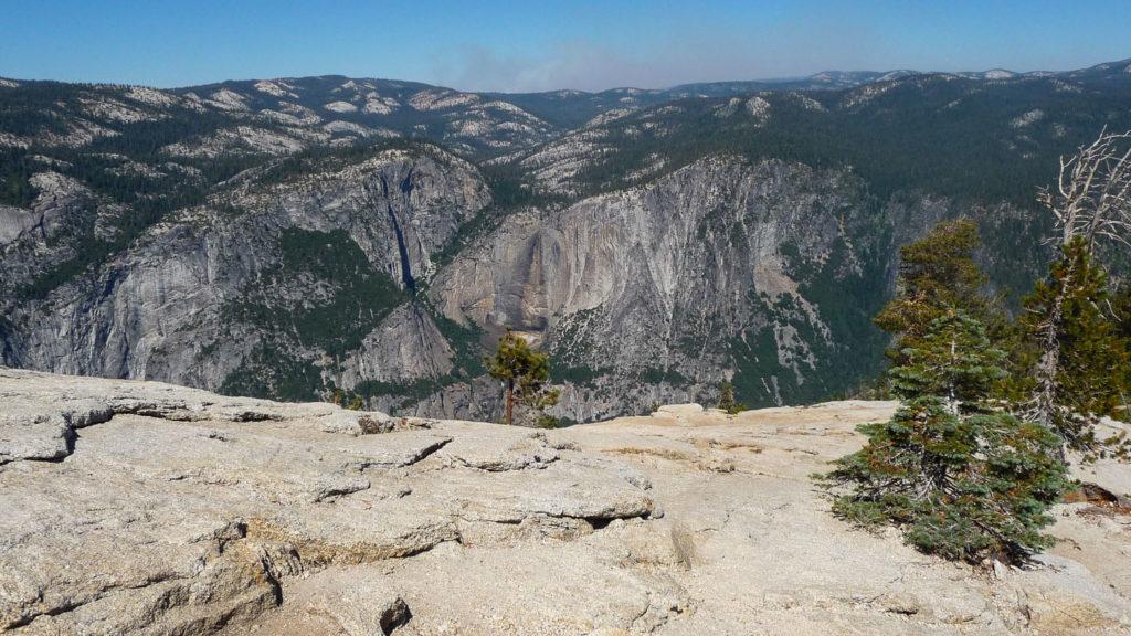 Rundum-Blick vom Sentinel Dome: gegenüber liegt der trockene Yosemite Fall