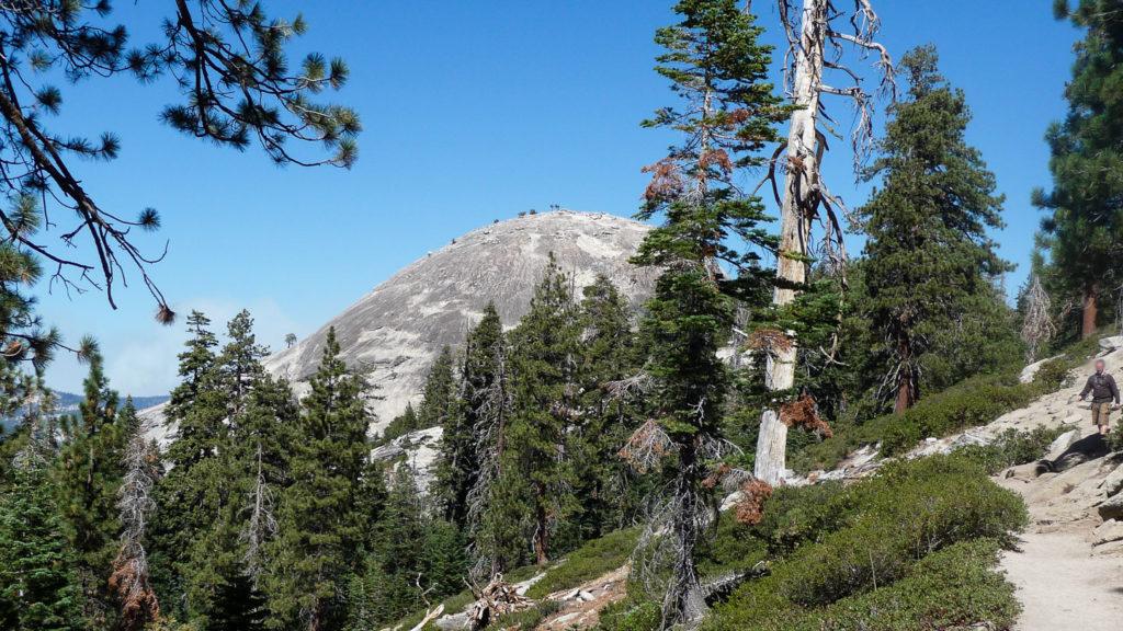 Der Trail auf den Sentinel Dome, hoch oben über dem Yosemite Valley