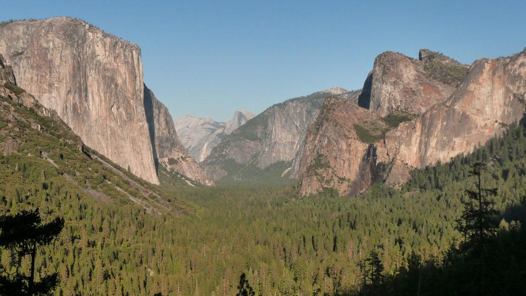 Einer der schönsten und populärsten Aussichtspunkte im Yosemite Valley: Tunnel View