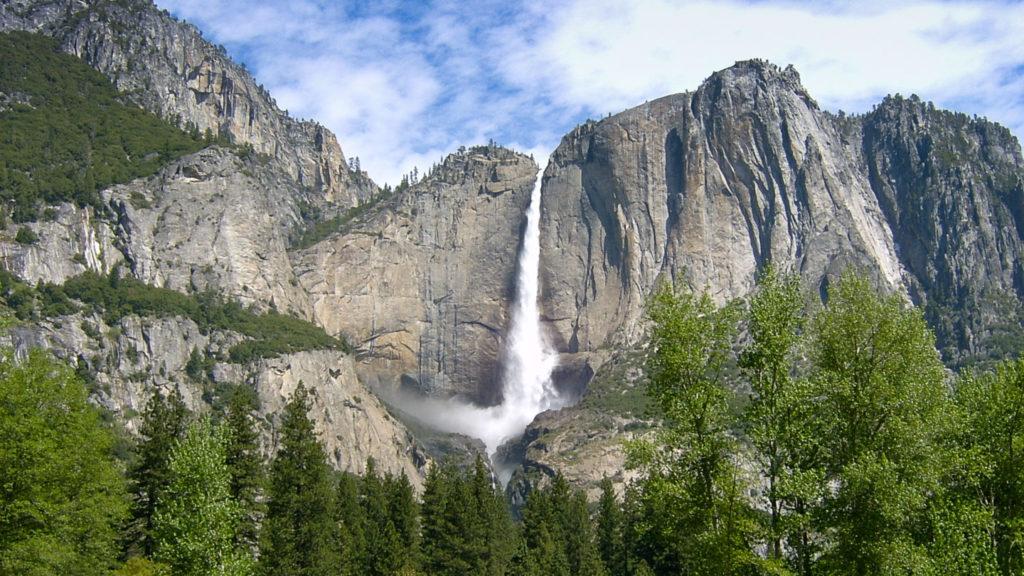 Das Donnern des Yosemite Fall erinnert an ein Gewitter