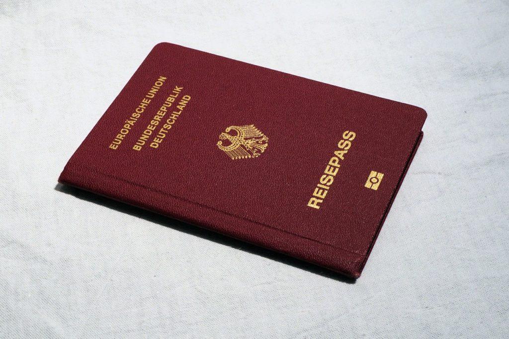 Diesen elektronisch lesbaren Reisepass brauchst Du