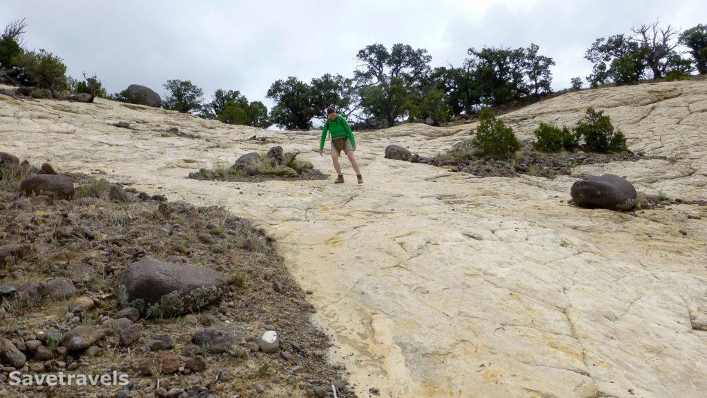 Abstieg über die steile Sandsteinfläche