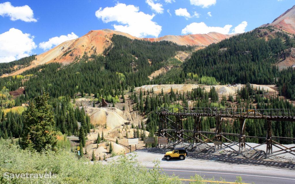 Kurz vor dem Red Mountain Pass sind Reste der Idarado Mine zu sehen