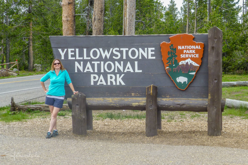 Eingangsschild am Yellowstone National Park