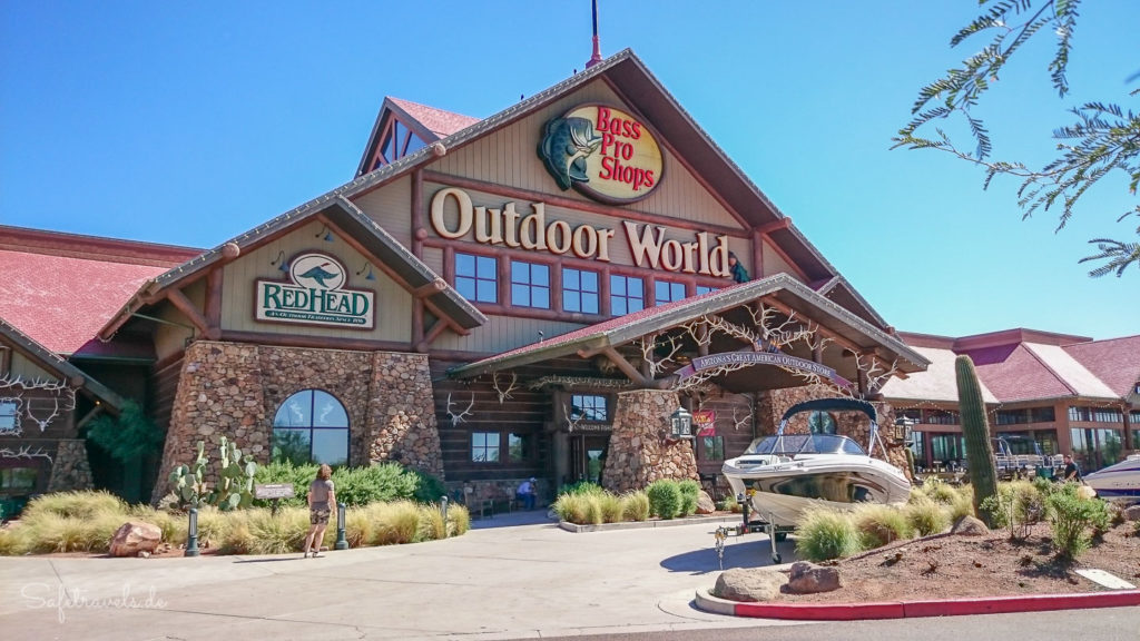 Outdoor World Shopping bei Bass Pro