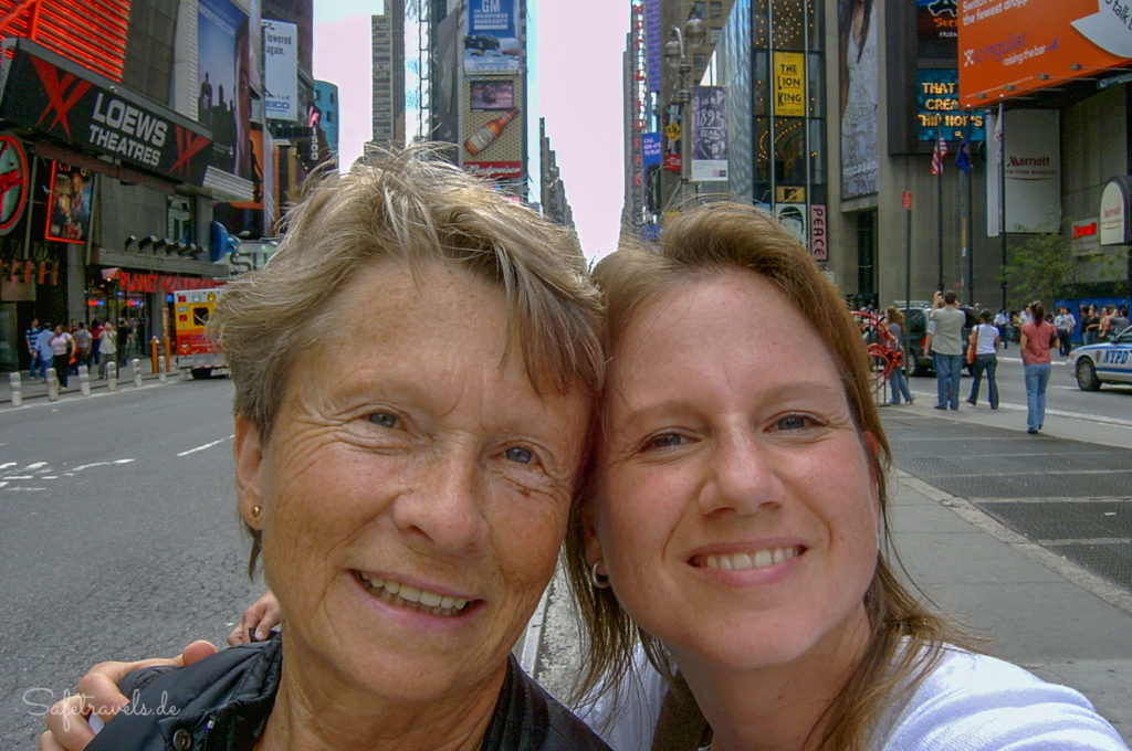 Mutter und Tochter unterwegs in New York City