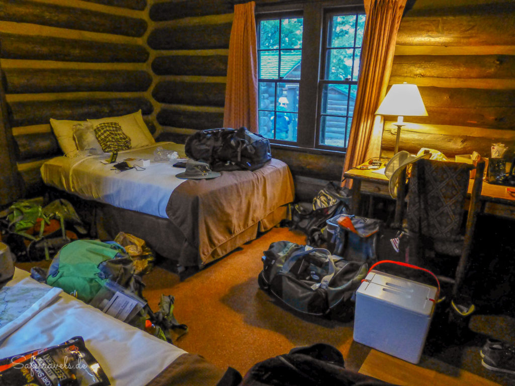 Pack Chaos in der Cabin