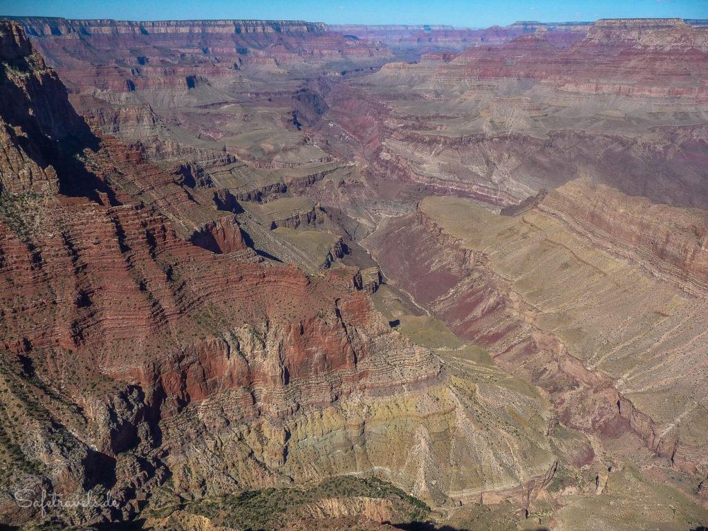 Am Lipan Point sieht man den Colorado River tief in der Inner Gorge