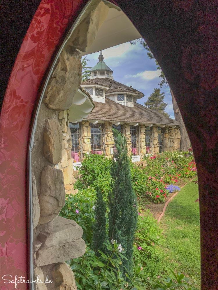Madonna Inn - gotische Fenster