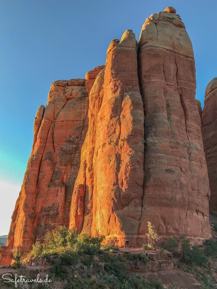 Cathedral Rock - goldener Sonnenaufgang über den Zinnen
