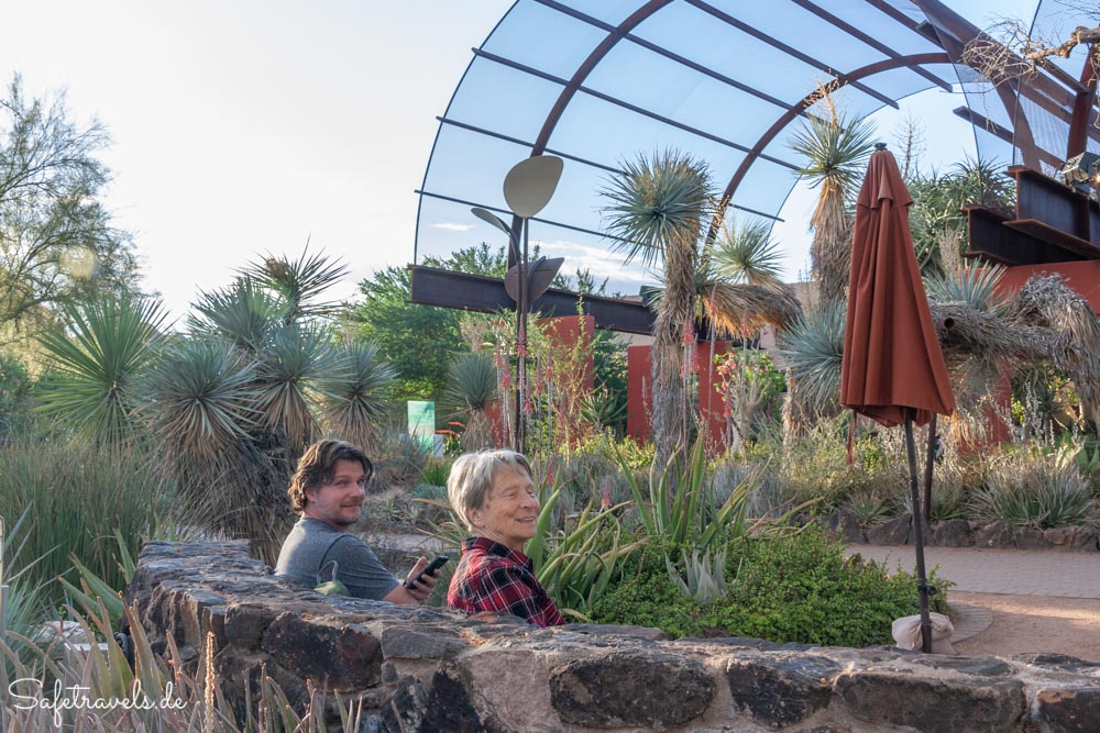 Desert Botanical Garden - Pause an der Stardust Foundation Plaza