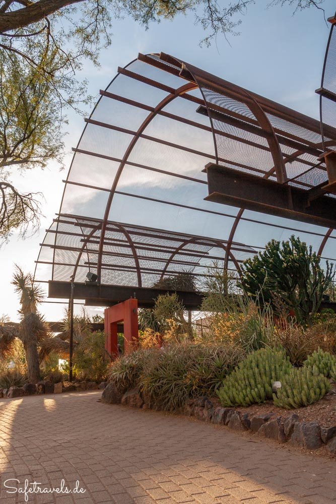 Desert Botanical Garden - Stardust Foundation Plaza