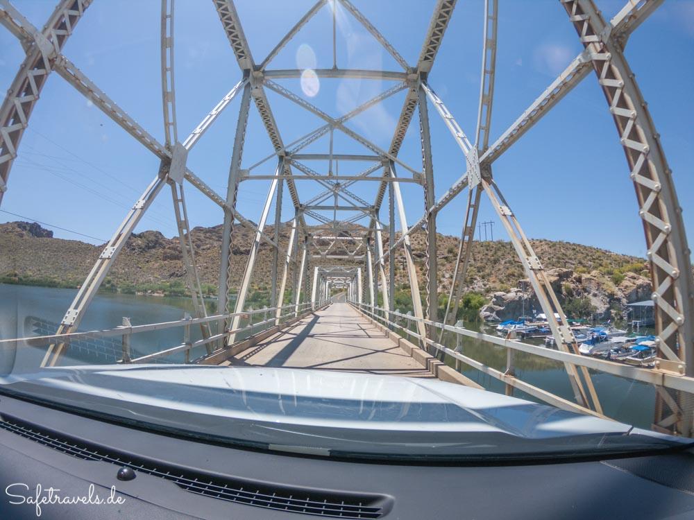 Einspurige Brücke auf dem Apache Trail