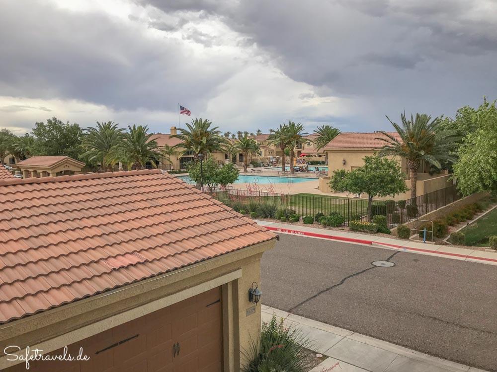 Townhome in Mesa - Blick vom Balkon auf die Pools