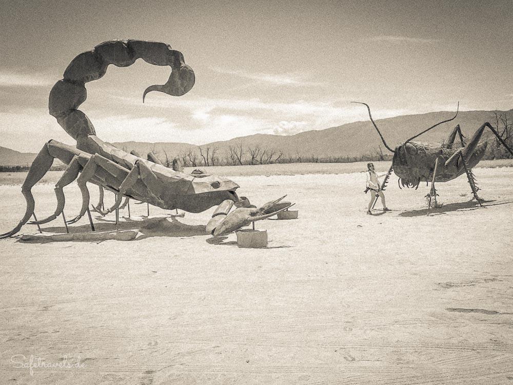 Giganto-Grashopper & Mega-Scorpion