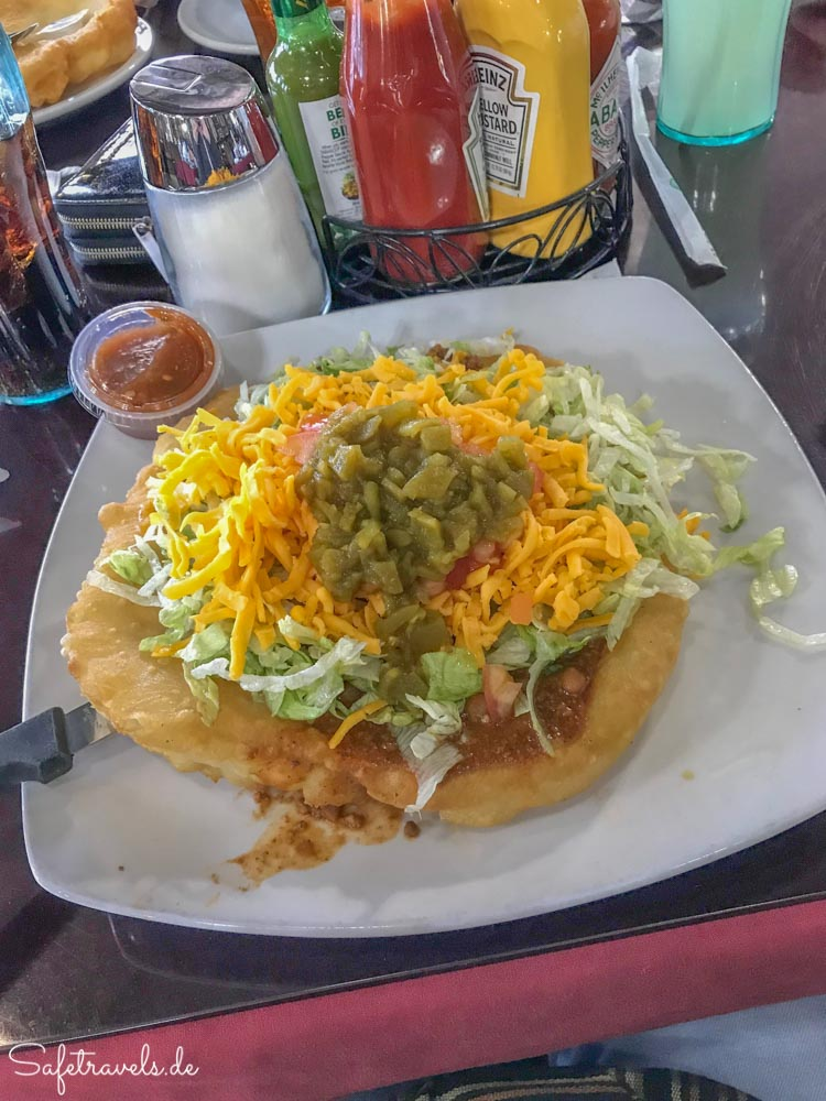 Leckerer Navajo Taco in der Cameron Trading Post