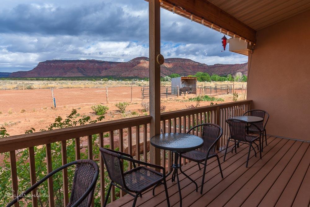 Auf der Terrasse der Burro Flats High Desert Lodge