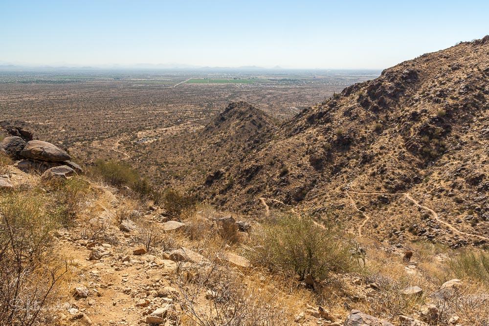 Aussicht auf Phoenix vom Mesquite Canyon Trail