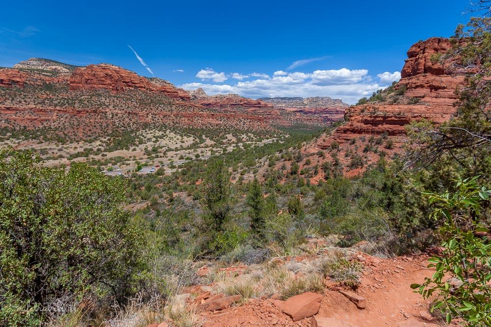 Blick auf den Trailhead aus halber Höhe - Doe Mountain Trail