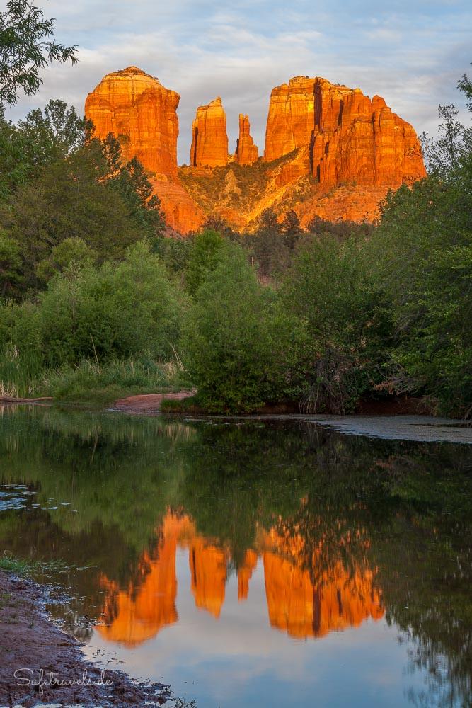 Cathedral Rock Glow und Spiegelung - das typische Fotomotiv in Sedona