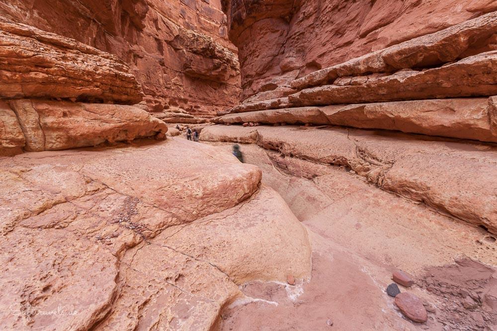 Cathedral Wash Trail - der Canyon wird tiefer und enger