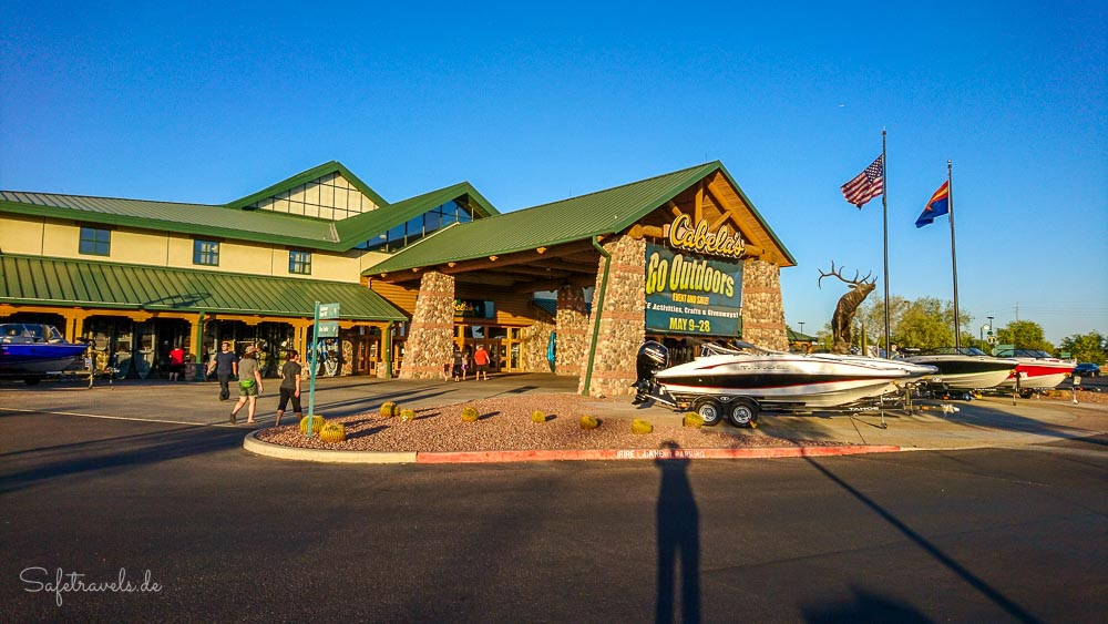 Cabelas Outdoor Store in Glendale