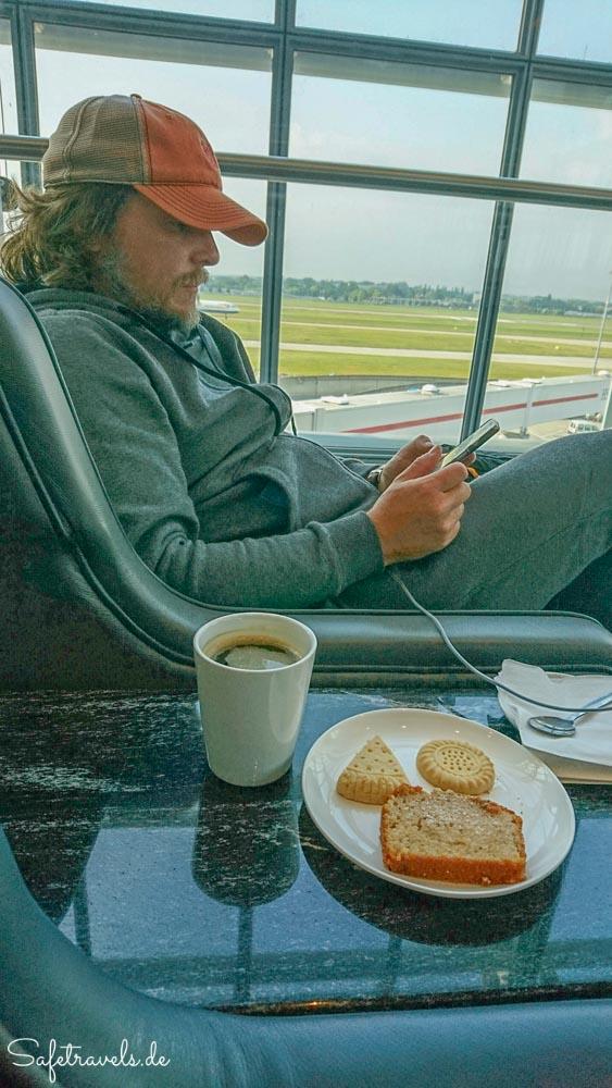 Entspannte Wartezeit in der Lounge am Terminal 5 in London Heathrow