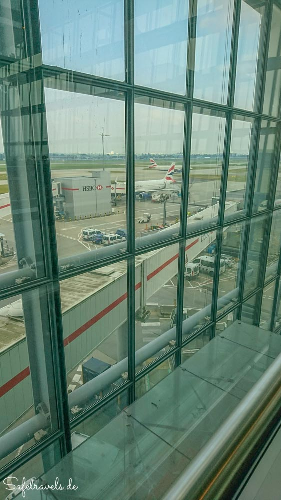 Plaza Premium Lounge mit Ausblick am Terminal 5 in London Heathrow