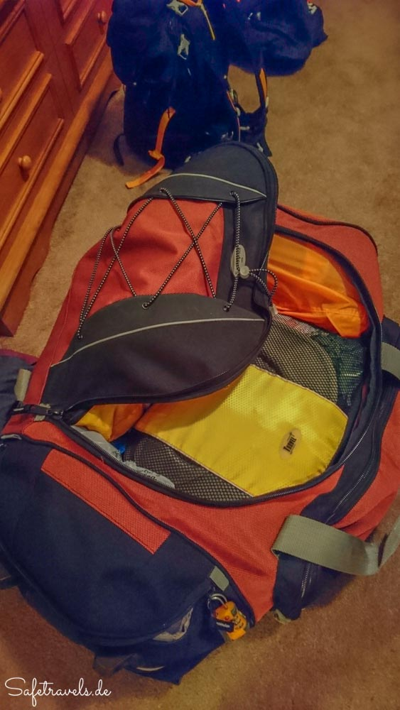 Taschen packen am Ende des Roadtrips