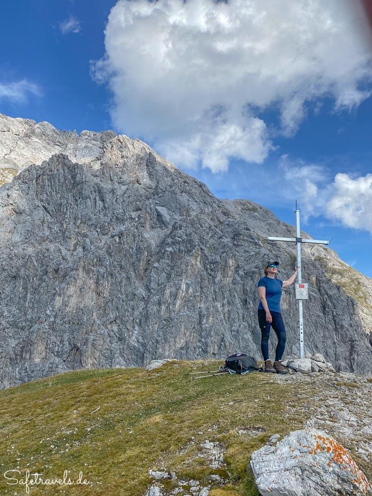 Gipfelkreuz am Höllkopf in den Tiroler Alpen