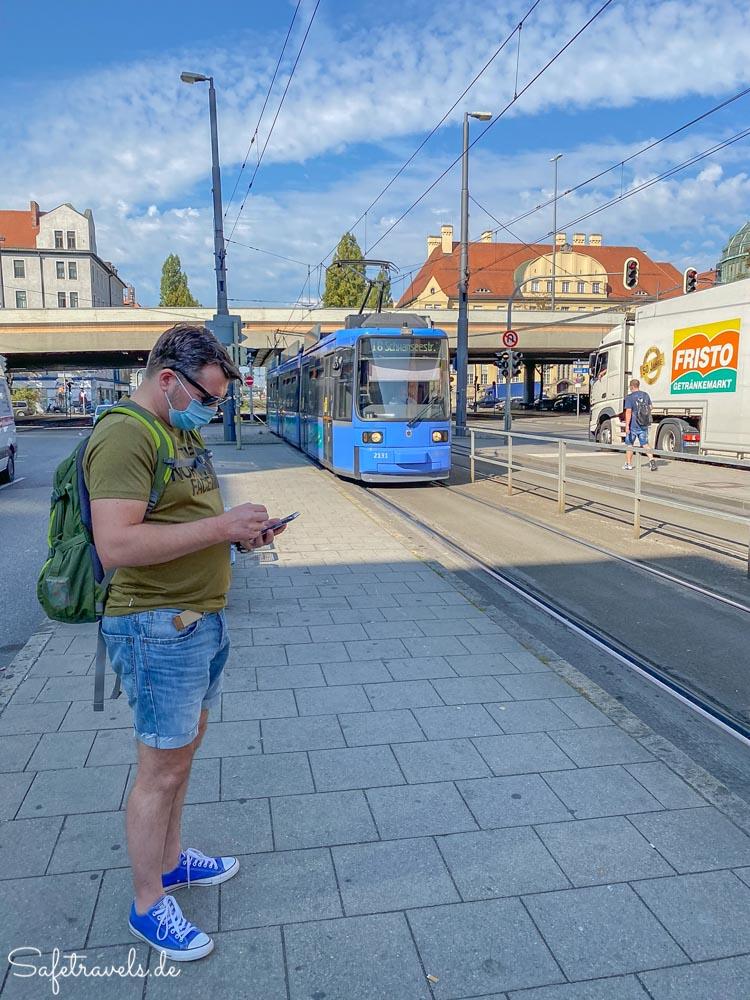 An der Straßenbahn in München