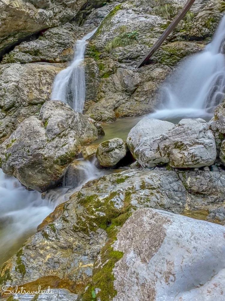 Kühles Wasser an den Kuhfluchtwasserfällen