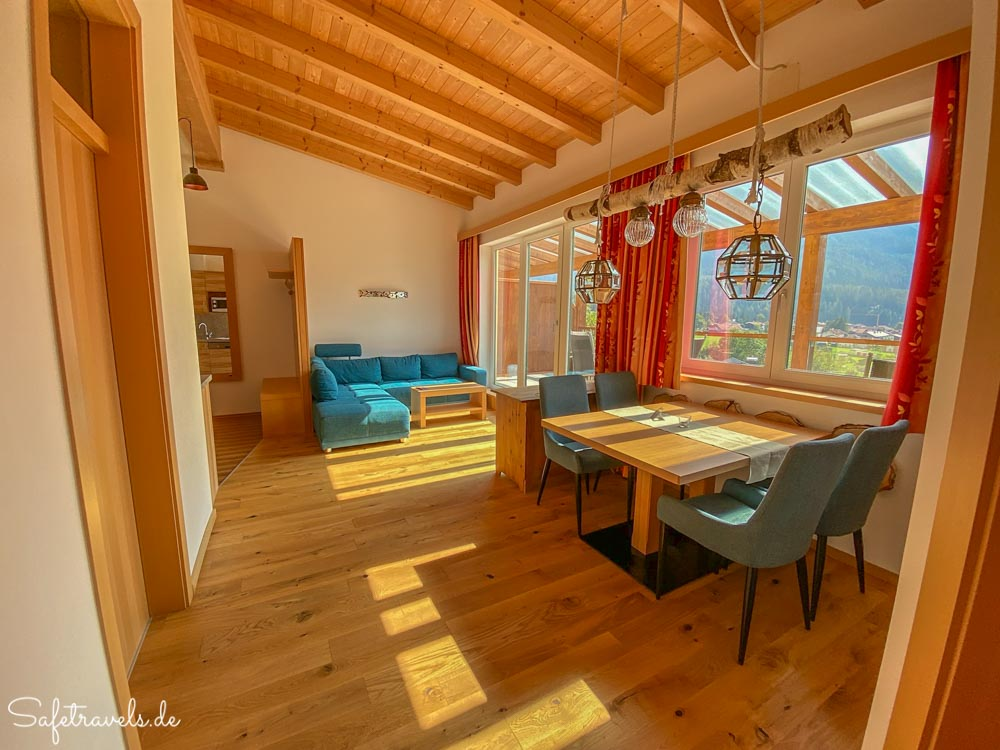 Wohn- und Esszimmer Villa Buchenhain
