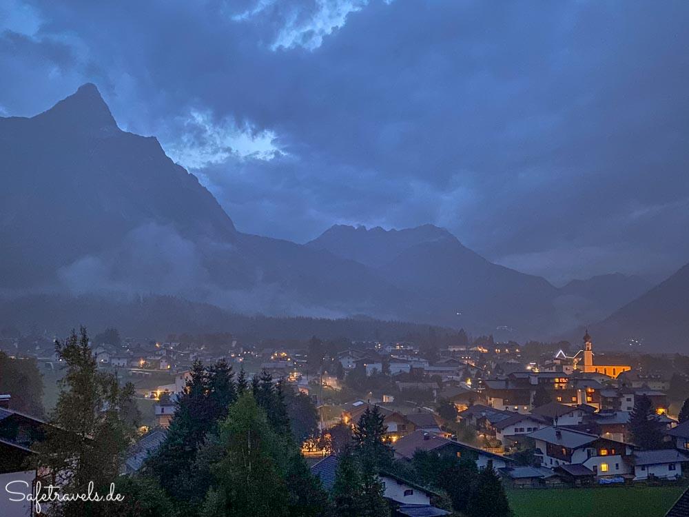 Dunkle Wolken über Ehrwald