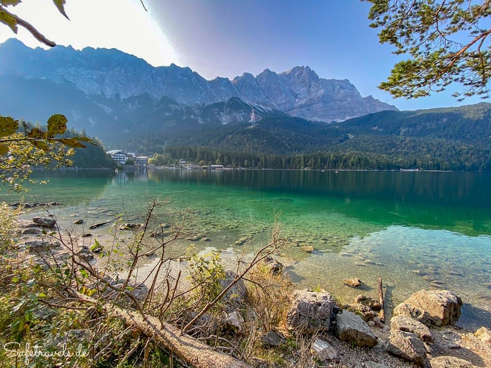 Eibsee in Bayern mit Blick auf die Zugspitze