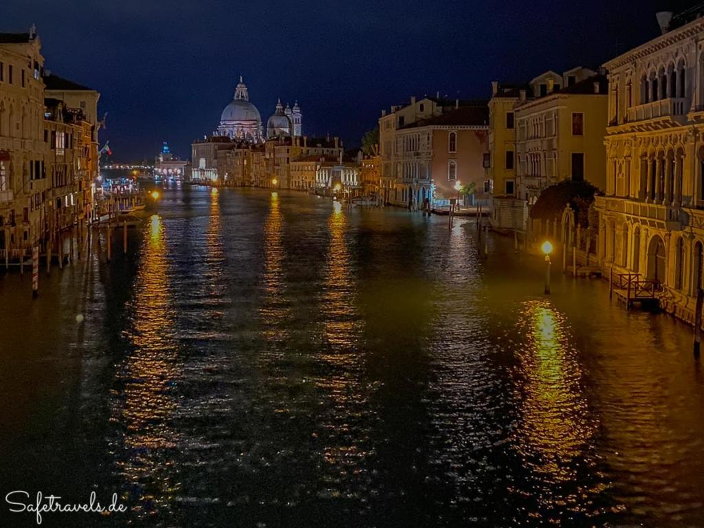 Abends auf der Ponte dell'Academia