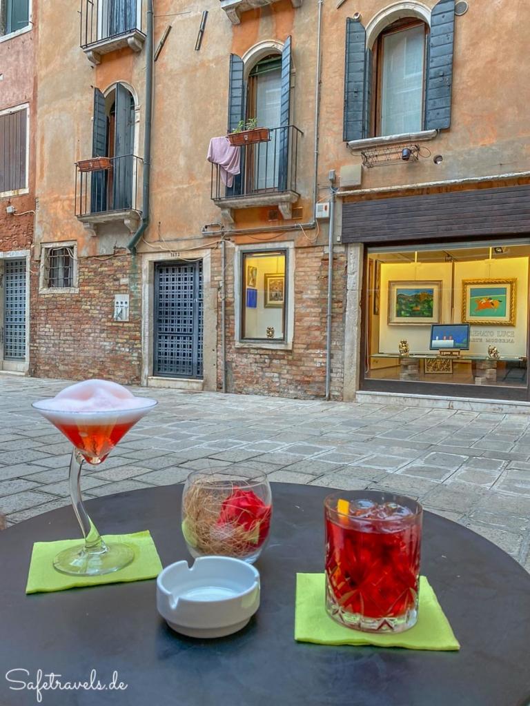 Aperitiv in einer Bar - Venedig