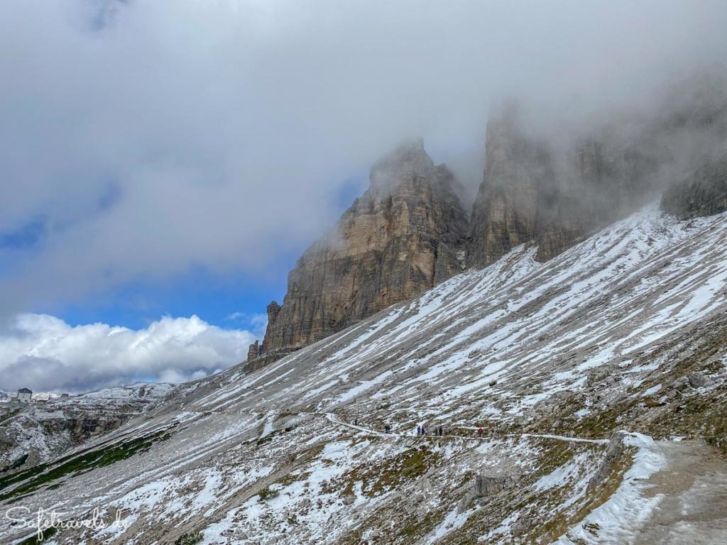 Blick zurück zur Auronzohütte - Wanderung Drei Zinnen