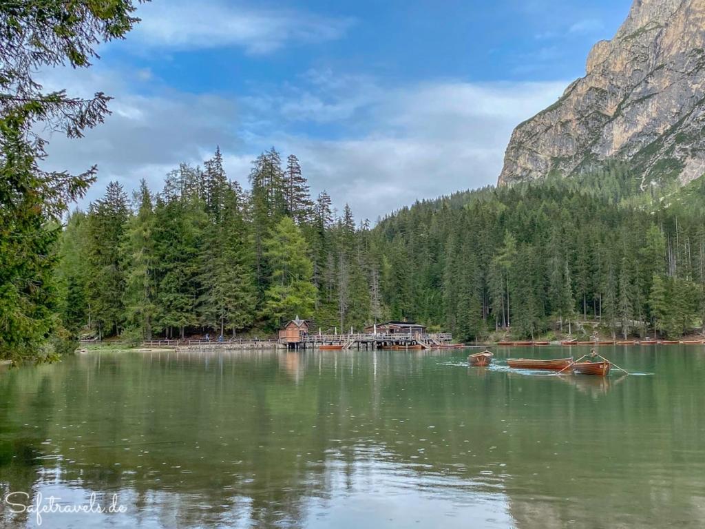 Bootshaus und Ruderboote - Pragser Wildsee