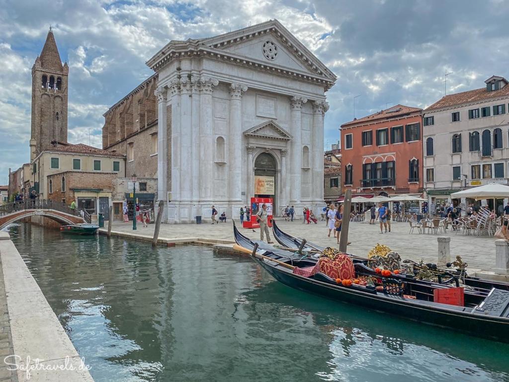 Campo und Kirche San Barnaba in Venedig