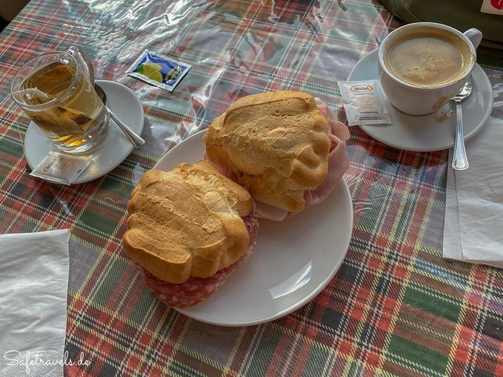 Frühstück in der Auronzohütte - Wanderung Drei Zinnen