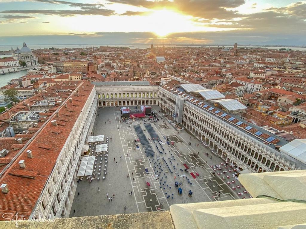Markusplatz von oben - Campanile in Venedig