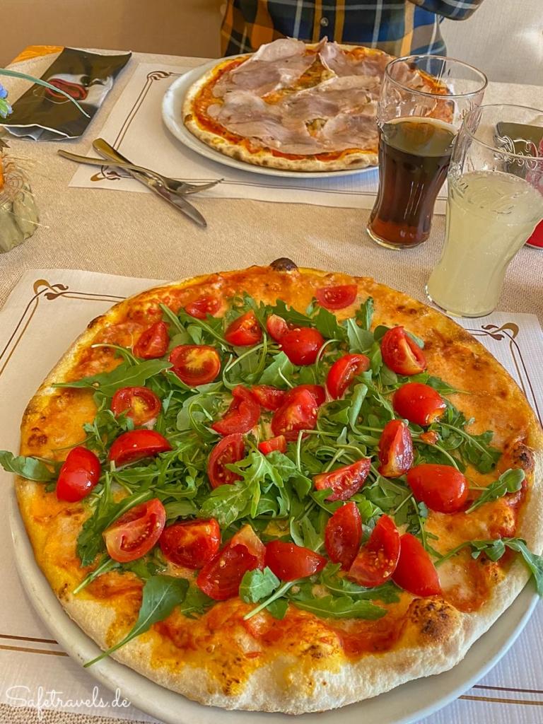 Pizza aus dem Holzofen unterwegs von Venedig in die Dolomiten