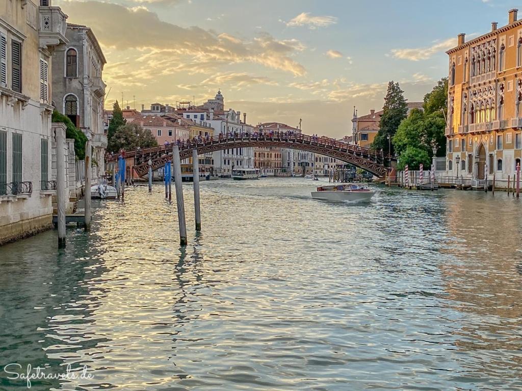 Ponte dell'Academia in Venedig