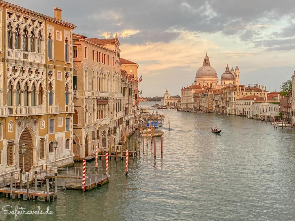 Romantischer Sonnenuntergang in Venedig