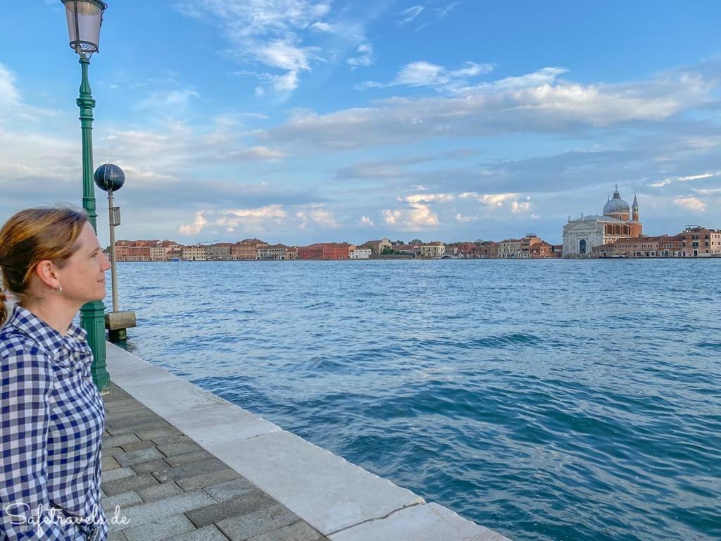 Spaziergang an der Promenade in Venedig