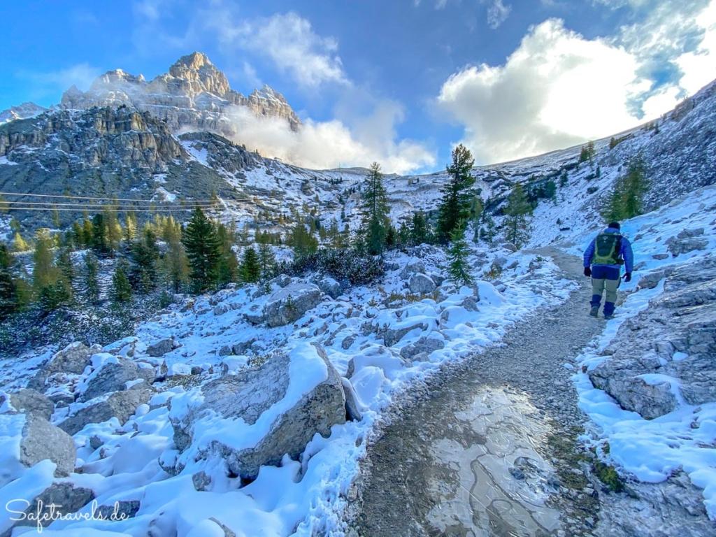 Wanderung zur Auronzohütte mit Schnee und Eis