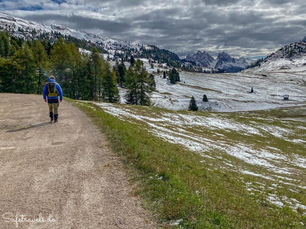 Wanderweg an der Plätzwiese - Blick auf Monte Cristallo